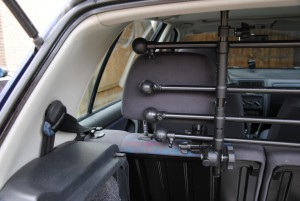 im test kleinmetall roadmaster hundegitter f r das auto. Black Bedroom Furniture Sets. Home Design Ideas